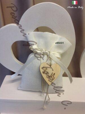 Bomboniere Lino Panna WEDDING Cuore Legno Inciso 65031